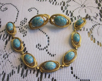 1950's Glass Bead and Gold Tone Bracelet and Brooch Set