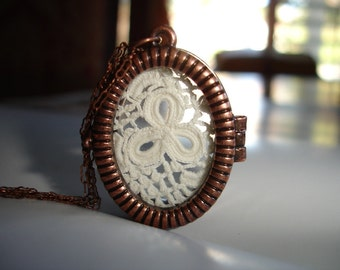 Lucky Charm Lace Locket Necklace, Three Leaf Clover Vintage Lace, Antique Copper Locket, Vintage Brass Chain, Victorian, Lace necklace
