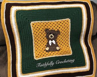 Bear baby blanket, stroller blanket, ready to ship, bear appliqué, room decor, babuly room decor, photography prop
