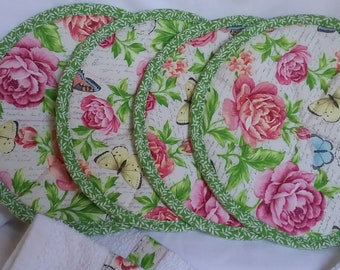 Hot pads/pot holders and kitchen towels