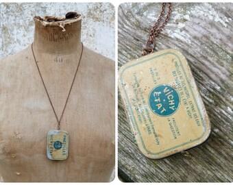 Pastilles Vichy collier assemblage / boite tole ancienne sur chainette cuivrée