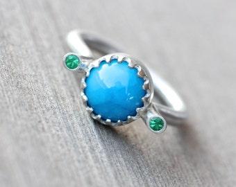 Water Blue Opaque Apatite Emerald Ring Modern Silver Summer Fountain Green Scalloped Bezel Bright Fresh Gift Idea Statement Design - Fontana