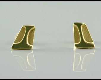 Minimalist earrings, gold geometric earring, geometric jewelry, gold stud earring, handmade jewelry, original jewelry, small women earring