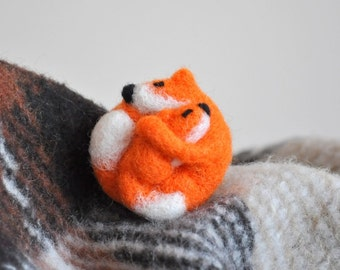 Mother fox with baby brooch - Needle Felted broach Fox Gifts Fox Jewellery Fox Pin Valentines Gift Birthday Idea Gift For Daugther For Girl