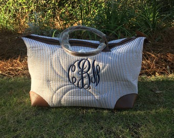 Monogramed seersucker tote, seersucker weekend bag, personalized overnight bag, weekend bag, overnight bag, personalized, embroidered