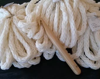 Kit 6 skeins super thick wool xxl chain ecru tubular bulky 1.200 g + 25 mm elder xxl hook.