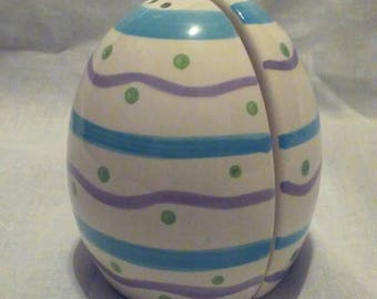 Vintage 1980s Easter Egg Salt and Pepper Shakers, Free Shipping