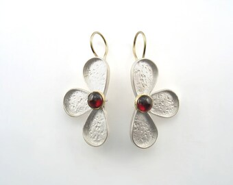 Two half flowers made of Sterling silver 4 cm length, including the gold wire, with a 6mm cabochon stone set on a gold bezel, mat finish
