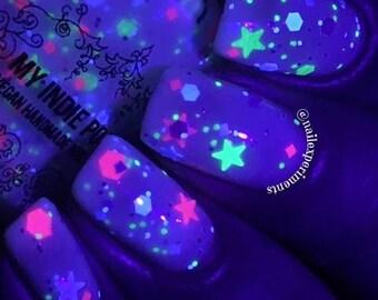 UV reactive Nail polish Milky way    5ml mini vegan polish