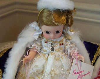 Queen Elizabeth the second Madame Alexander doll set HOLD THIS please