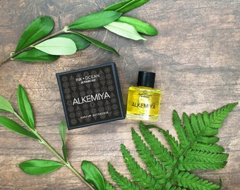Alkemiya Natural Botanical Vegan Perfume Oil. Woody, Earthy, Warm. Ginger, Pettigrain, Oakmoss, Patchouli, Sandalwood, Benzoin, gift boxed.
