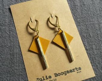 """Babies"" earrings in brass and leather"