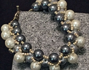 White Grey Pearl Beaded Bracelet / Bead Weaving / Jewelry / Pearl Bracelet / Women's Gift Ideas / Beaded Jewelry / Bridal Jewelry / Bridal