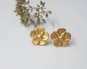 Gold flower studs, bridal studs, small flower earrings, bridal earrings gold, bridesmaid earrings, delicate gold earrings, 14k gold studs