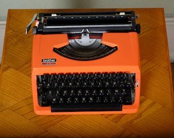 Portable typewriter orange BROTHER 210