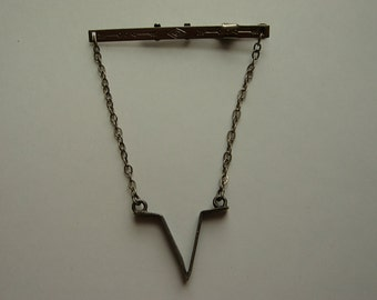 """Beautiful 1950s Silver Western Tie Bar with """"V"""" Brand Pendant on Chain"""