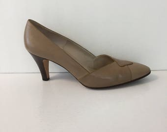 Ferragamo Women's 8 B Taupe Vintage High Heels Made in Italy with box with original Neiman Marcus price tag of 82