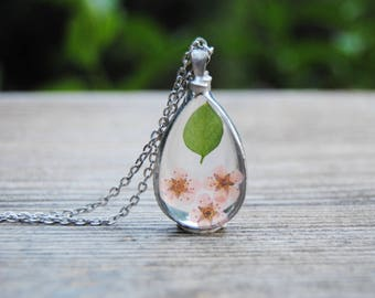 Terrarium necklace, pressed flower necklace, real flower jewelry, botanical jewelry, drop necklace