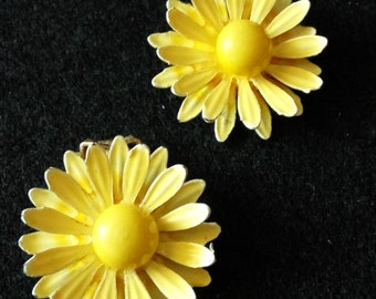 Vintage Yellow Daisy Flower Clip on Earrings