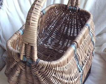 1930's VINTAGE ( from Art Deco era ) Original genuine LADIES'  WICKER shopping basket with coloured contrast wicker trim. One owner.