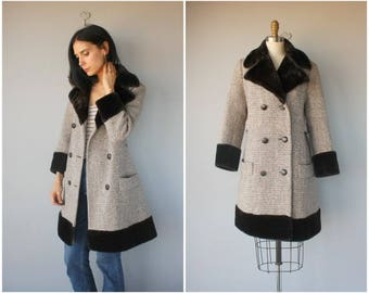 Vintage 1960s Coat • 60s Wool Coat •  Faux Fur Coat •  Fur Collar Coat •  Vintage Tweed Wool Winter Coat - (medium)