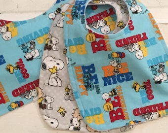 Super Cute Charlie Brown and Snoopy Baby Bib and Burp cloth Set!  FREE SHIPPING !!!
