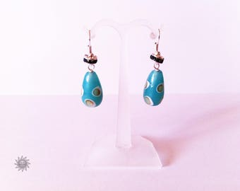Indian bead has blue aventurine