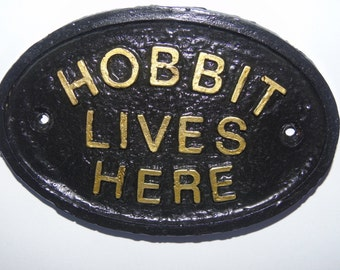 HOBBIT LIVES HERE - plaque / sign - shed - wall - bedroom - lord of the rings