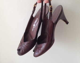 SALE Vintage brown heeled peeptoe shoes