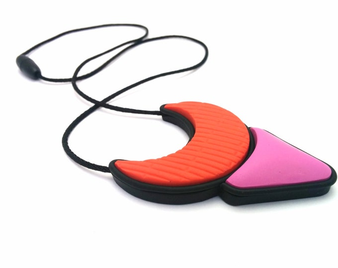 FLORENCE NECKLACE// Geometric handmade polymer clay jewel statement pendant// Coral, pink and black textured horseshoe pendant // #PN4048