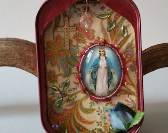 Shrine - Madonna / shabby in pink / floral