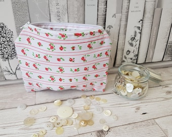 Small Zip Pouch, Pencil Case, Makeup Bag, Sewing Bag, Project Bag, Gift, Toiletry Storage, Wash Bag, Cosmetic Bag, Crochet Hook Bag