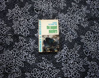 Robert Heinlein - The Puppet Masters 1950s First Edition 8th Printing Signet Science Fiction Paperback Book. Great Condition