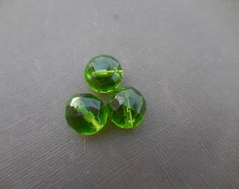 Faceted Bohemian 14 mm: 2 beads olivine Green