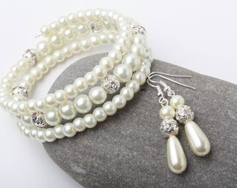 Ivory pearl cuff bracelet, Ivory Bridesmaid jewelry set, Ivory bridesmaid bracelet and earrings set, Bridal party gift, Ivory wedding