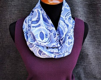 Bufanda púrpura, acuarela bufanda, bufanda Infinity morado, bonita bufanda, bufanda púrpura y blanca, bufanda de la manera, bufanda estampada, bufanda elegante