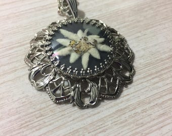 Pretty Vintage Necklace Featuring A Real Dried Flower Encased Within