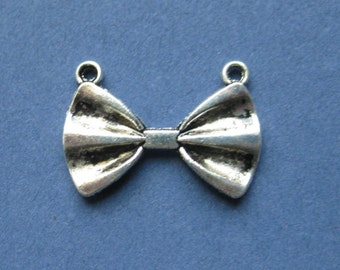 5 Bow Charms - Bow Pendant - Bow Connector - Connector - Silver Bow Charm - Antique Silver - 15mm x 21mm -- (No.26-10290)
