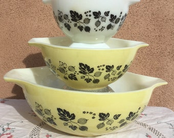 Vintage Yellow And Black Gooseberry Pyrex 441, 442, 444 Very Good Condition Cinderella Nesting Bowls, Mixing Bowls, Retro Kitchen