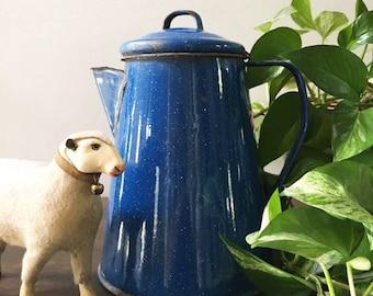 Blue Granite Ware Coffee Pot / Cobalt Blue Kettle / Large Enamel Coffee Kettle  / Rustic Kitchen / Country Kitchen / Farmhouse Kitchen