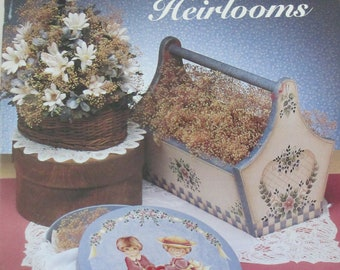 "Vintage Folk Art Decorative book "" Homespun Heirlooms"" by Kay Quist 48 pages 1993 used book"