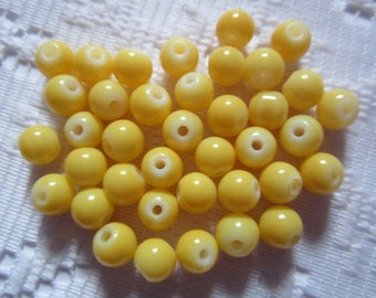 25  Golden Butter Yellow Round Glass Beads  6mm