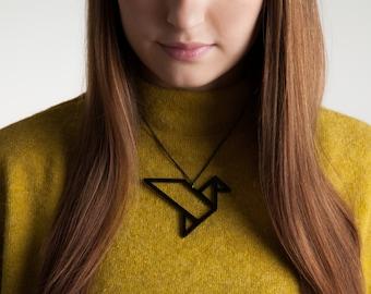Collier oiseau d'inspiration origami - bijoux acrylique - pendentif oiseau géométrique - déclaration collier acrylique découpé au Laser