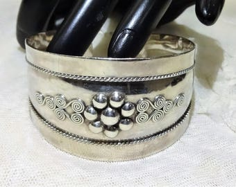 Nice Sterling Silver Raised Detail Cuff