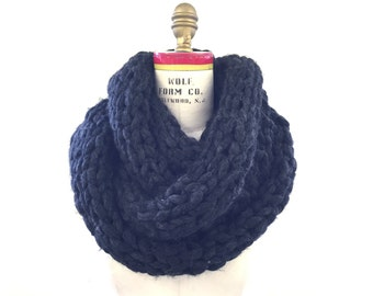 Chuncky and cozy infinity knitted scarf