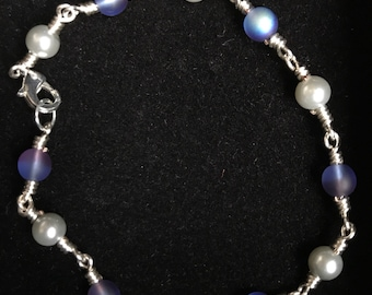 Wire-wrapped link bracelet: Czech glass and pearl