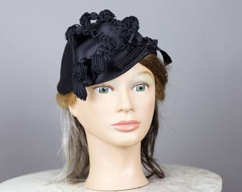 40s MARCHE black satin hat with squiggles