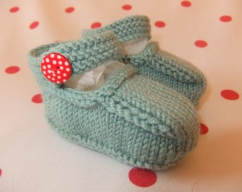 Hand knitted Mary-Jane baby shoes  -  Available in sizes 0-3, 3-6 and 6-9 months