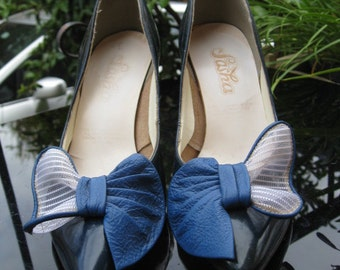 Ribbons and bows ~ 1970s blue patent leather stilettos ~ Sz 6