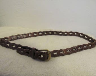 A Women's Vintage 90's,Thin Brown,Hand Braid CHAINLINK Type Leather Belt By CAPEZIO.M/L